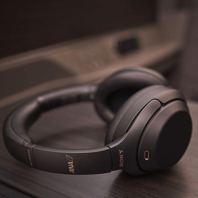 ANA国際線ファーストクラスでソニーのノイズキャンセリングヘッドホン「WH-1000XM3」が採用|SONY