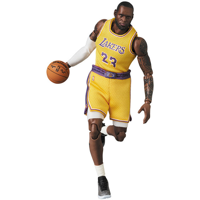 MAFEX LeBron James (Los Angeles Lakers)