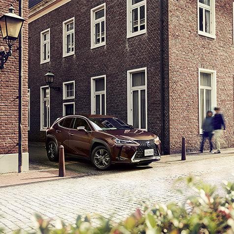 シックなブラウンをインテリアに取り入れた特別仕様車|Lexus