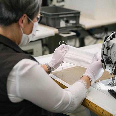 ルイ・ヴィトンが医療用防護マスクの製造をアトリエで開始|LOUIS VUITTON