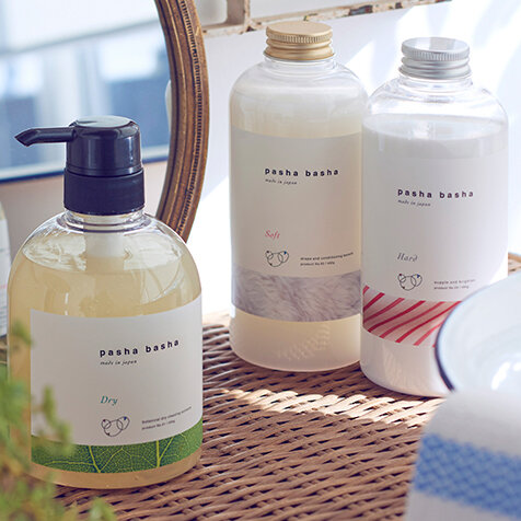大切な洋服を家で洗う。おうちクリーニング洗剤「pasha basha」|COX
