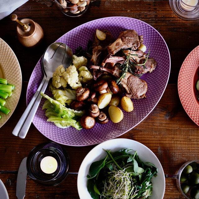 食卓を彩り鮮やかに、リズミカルに。新シリーズ『ロンブカラー』が登場|Lyngby Porcelæn