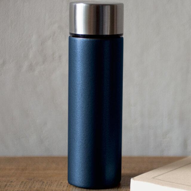 重量は約135グラム。ポケットにすんなり入る保温・保冷ボトル|amabro