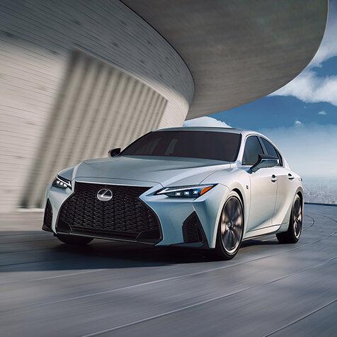 走りもデザインも大幅に進化──マイナーチェンジした新型レクサスISがワールドプレミア|Lexus