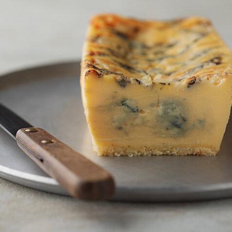 濃厚なゴルゴンゾーラチーズを生かした大人のチーズケーキ|EAT