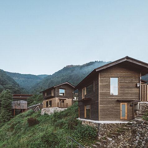 村全体がひとつのホテル。「NIPPONIA小菅 源流の村」の新棟開業|TRAVEL