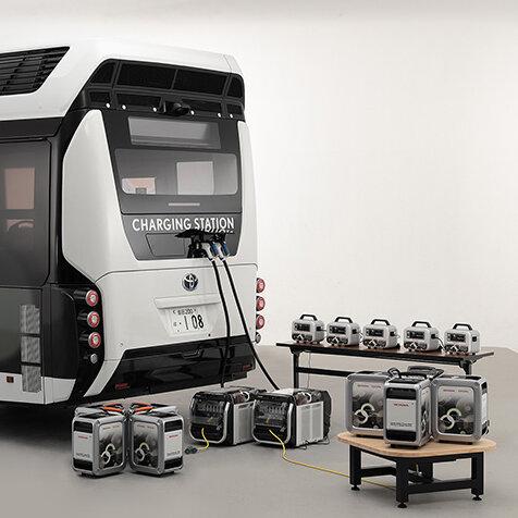 トヨタとホンダが協力し、移動式発電・給電システムの実証実験を開始|TOYOTA  & HONDA