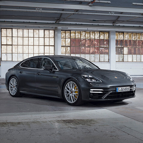 ポルシェ、700psの新型パナメーラを発売|Porsche