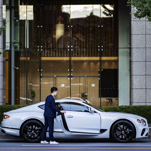 ライフアチーバーが語るベントレーの魅力──歯科医師 栗林研治先生×ベントレーコンチネンタルGT V8|Bentley