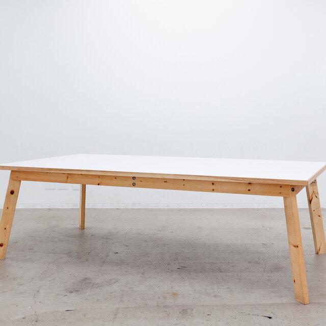メンバーは20代前半が中心。新進気鋭のデザインファームによる家具|NEW DOMAIN