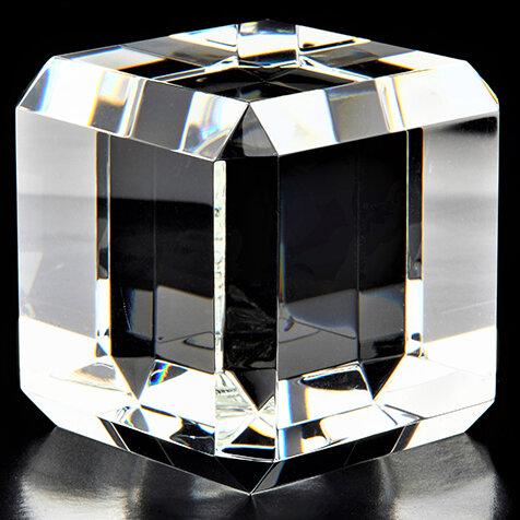 宝石のような氷を、自宅で簡単に作れる「ジュエルアイス」|MEDIK
