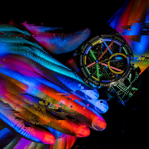 明暗でまったく異なる表情を見せるロジェ・デュブイ「エクスカリバー ブラックライト」|ROGER DUBUIS