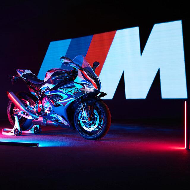 BMW、バイク初のMモデル「M 1000 RR」を発売|BMW