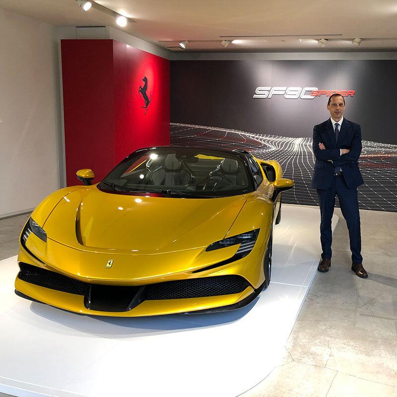 フェラーリ、リトラクタブルハードトップを備えた史上最強のプロダクションモデル「SF90スパイダー」を発表|Ferrari