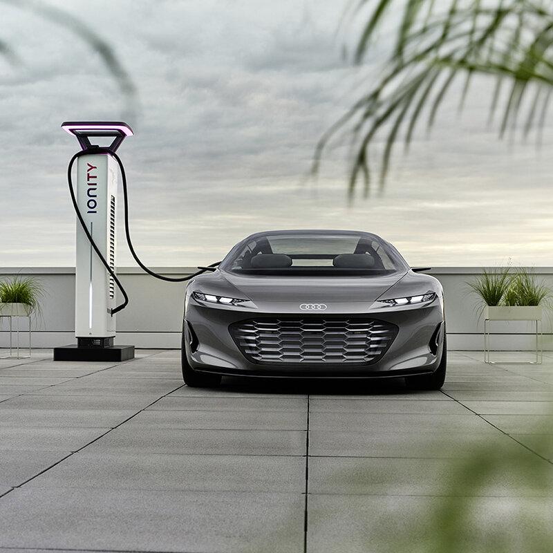 アウディ、未来を見据えた高級セダン「グランドスフィア コンセプト」を発表|Audi