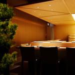 わずか十席の空間で鮨を愉しむ。中目黒「鮨つぼみ」がオープン|EAT