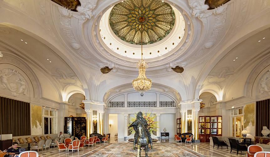 伝説的なモナコのホテルの古典美極まるメインロビーが再開|Hôtel de Paris Monte-Carlo