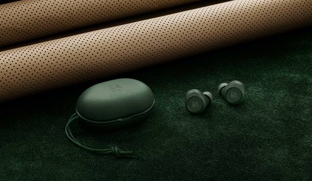 バング & オルフセン Beoplay E8の限定カラー「Beoplay E8 Racing Green」|Bang & Olufsen