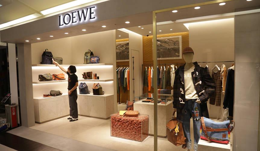 ロエベが阪急メンズ大阪にショップをリニューアルオープン|LOEWE