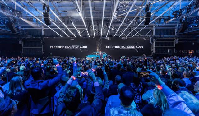 アウディ「e-tron」のワールドプレミアイベント「The Charge」が開催|Audi