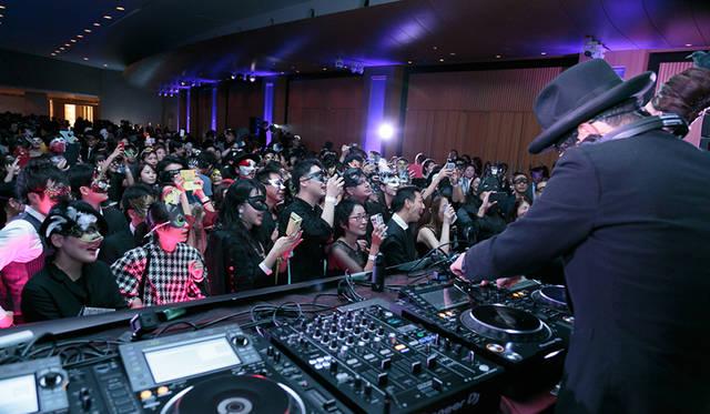 「オトナの仮面舞踏会」が今年も開催|LOUNGE