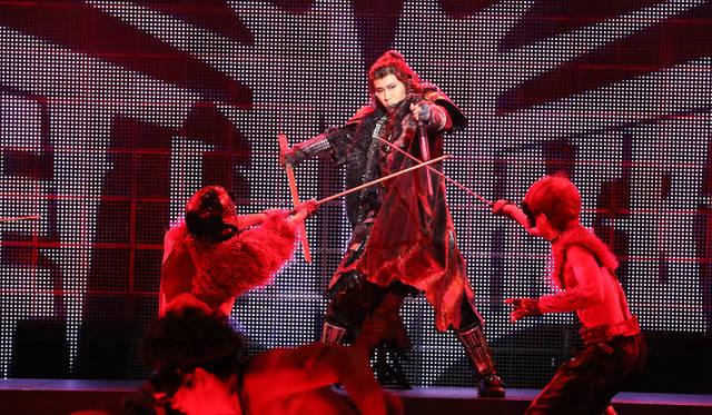 日本初の360°回転劇場が魅せるシェイクスピア『メタルマクベス』disc3