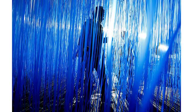 エスパス ルイ・ヴィトン東京でヘスス・ラファエル・ソト「Pénétrable BBL Bleu」展 ART