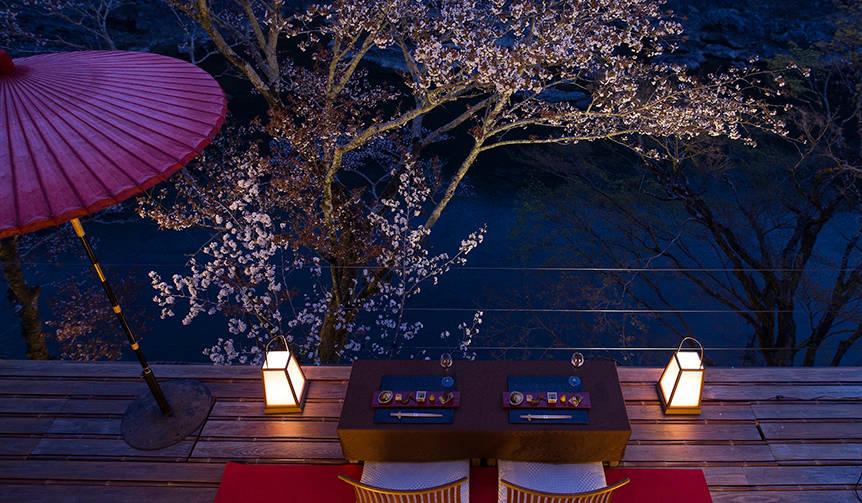 星のや京都、特別席で奥嵐山の夜桜を愛でる「夜桜ディナー」を開催 HOSHINOYA Kyoto