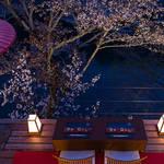 星のや京都、特別席で奥嵐山の夜桜を愛でる「夜桜ディナー」を開催|HOSHINOYA Kyoto