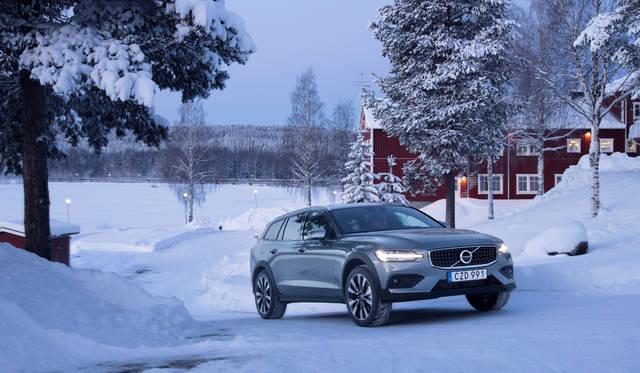 新型「V60クロスカントリー」の予約注文を開始|Volvo