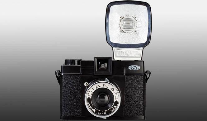 あたたかみあるアナログなコラボ──トイカメラ「DIANA F+」