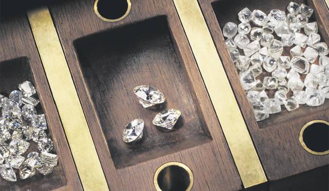 "Forevermark|ダイヤモンドで""永遠の絆""を結ぶ、フォーエバーマークの世界"