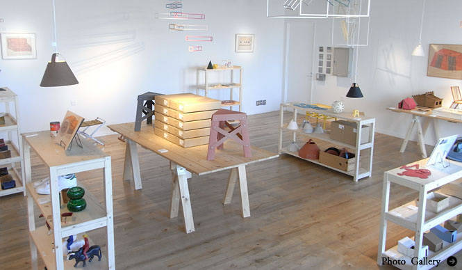 EXHIBITION|デザイナー 藤城成貴「shelves and mobiles」展