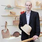 HELEN KAMINSKI|帽子職人がラフィア素材の帽子の魅力を語る