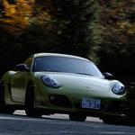 911の弟分にしてライバル!?─ケイマンのトップモデル「ケイマン R」に試乗!|Porsche