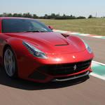 F12ベルリネッタでアロンソとマッサが激走|Ferrari