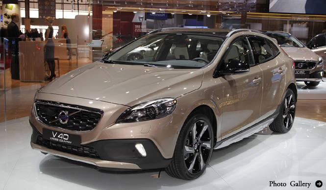 ボルボV40にクロスカントリーモデルを追加|Volvo