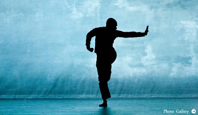 THEATER|世界がもっとも注目する振付家、アクラム・カーンのソロダンス最新作『デッシュ』