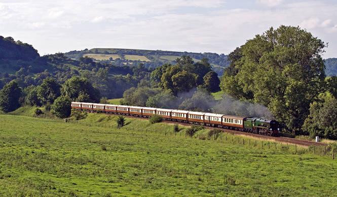 TRAVEL 伝統と革新の英国ロイヤル文化を巡る旅 Chapter 1