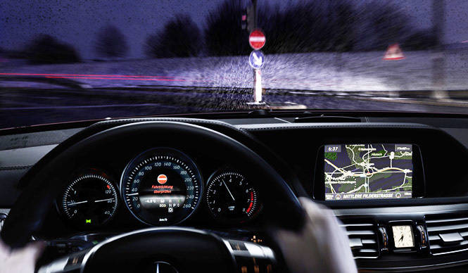 ドライバーによる逆走を防ぐ|Mercedes-Benz