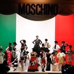 MOSCHINO モスキーノが、上海にてコレクションを発表