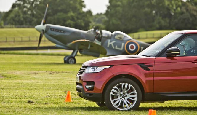 レンジローバー スポーツ vs. スピットファイア|Range Rover