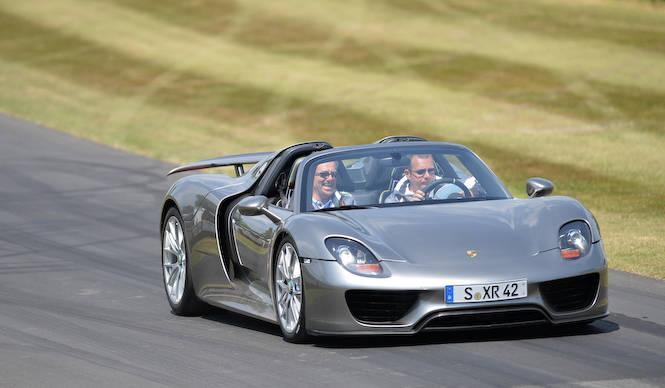 918 スパイダー グッドウッドを走る|Porsche