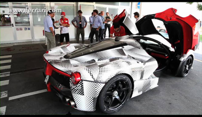 ラ フェラーリをアロンソがドライブ|Ferrari