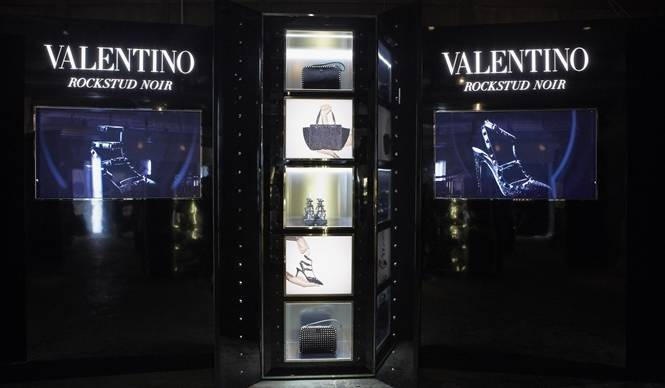 VALENTINO|「ロックスタッズ」のポップアップストアがオープン