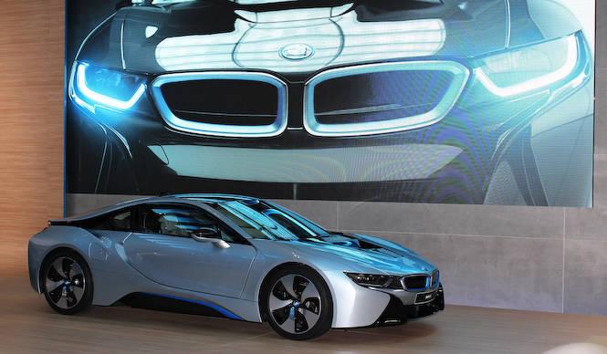 主役はハイブリッドスポーツカー「i8」 BMW