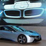 主役はハイブリッドスポーツカー「i8」|BMW