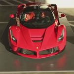 ラ フェラーリをアート作品として展示|Ferrari