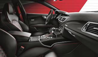 赤のアクセントとカーボンをあしらった特別なRS7|Audi