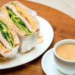 EAT|食事も楽しめるコミュニティバー「UA BAR」オープン